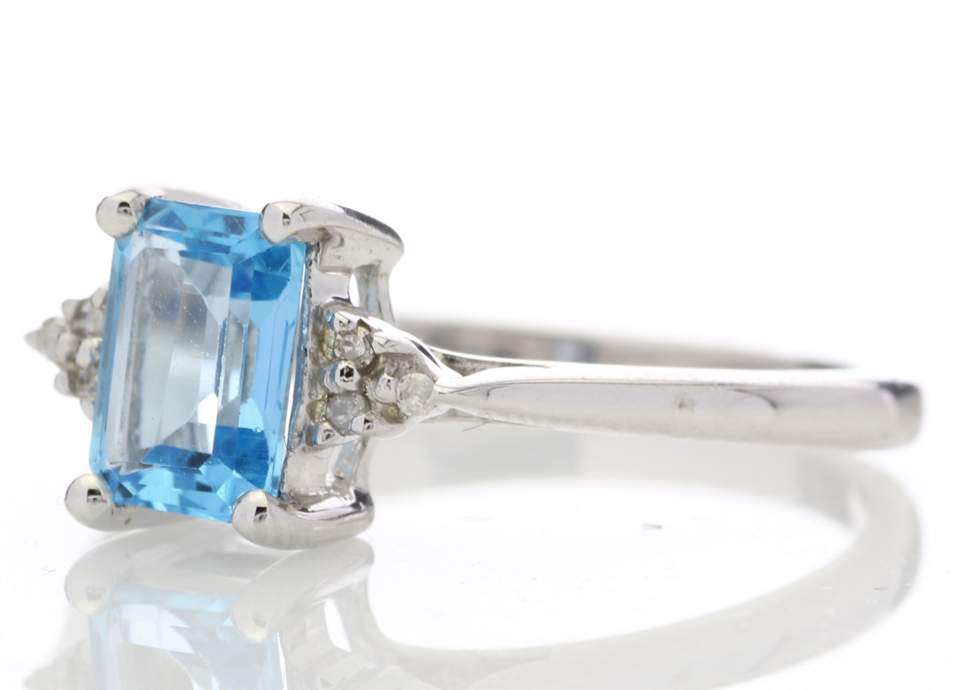 9ct White Gold Diamond And Blue Topaz Ring 0.03 Carats - Image 2 of 4