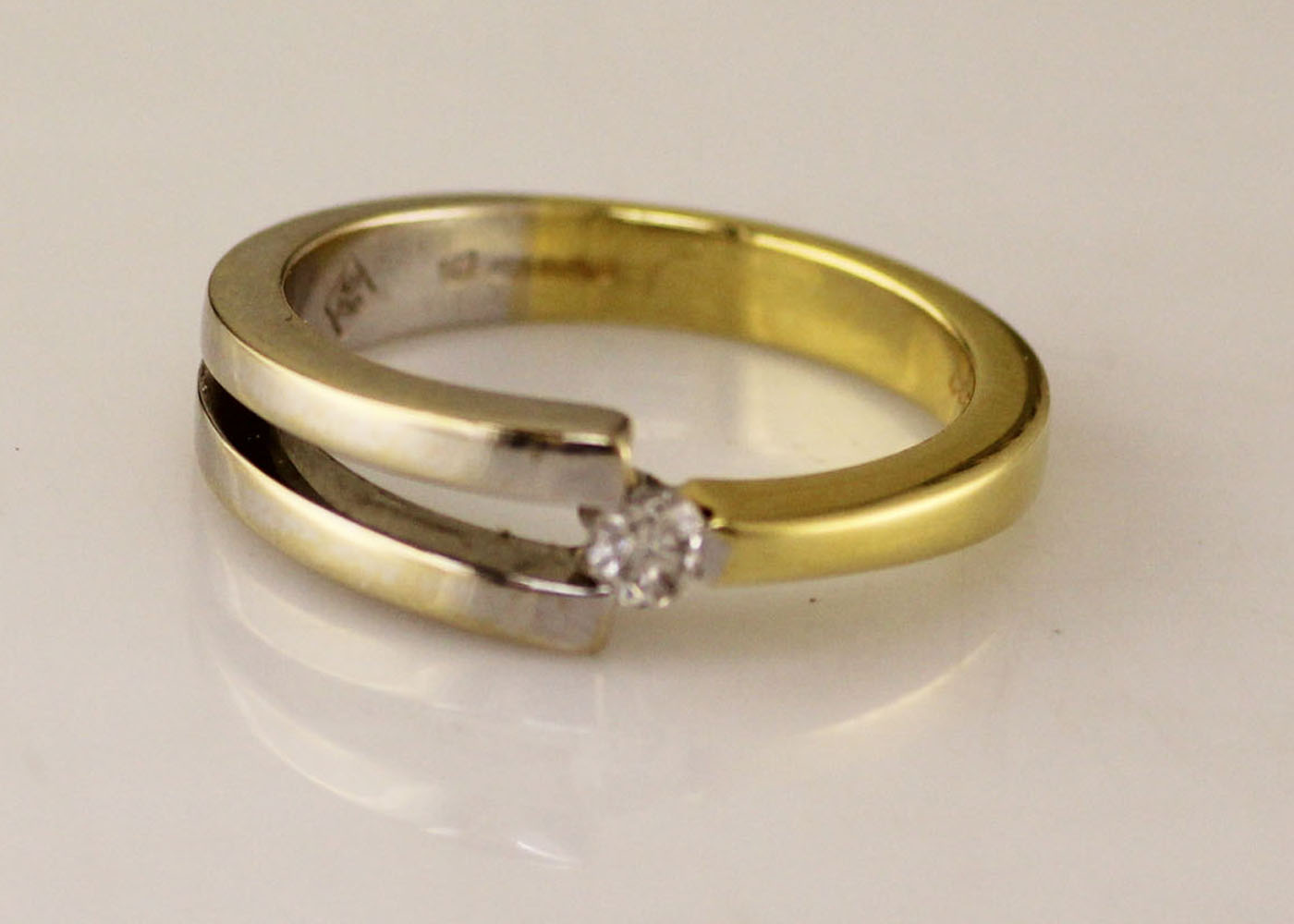 18ct Two Tone Diamond Set Ring 0.13 Carats - Image 6 of 8