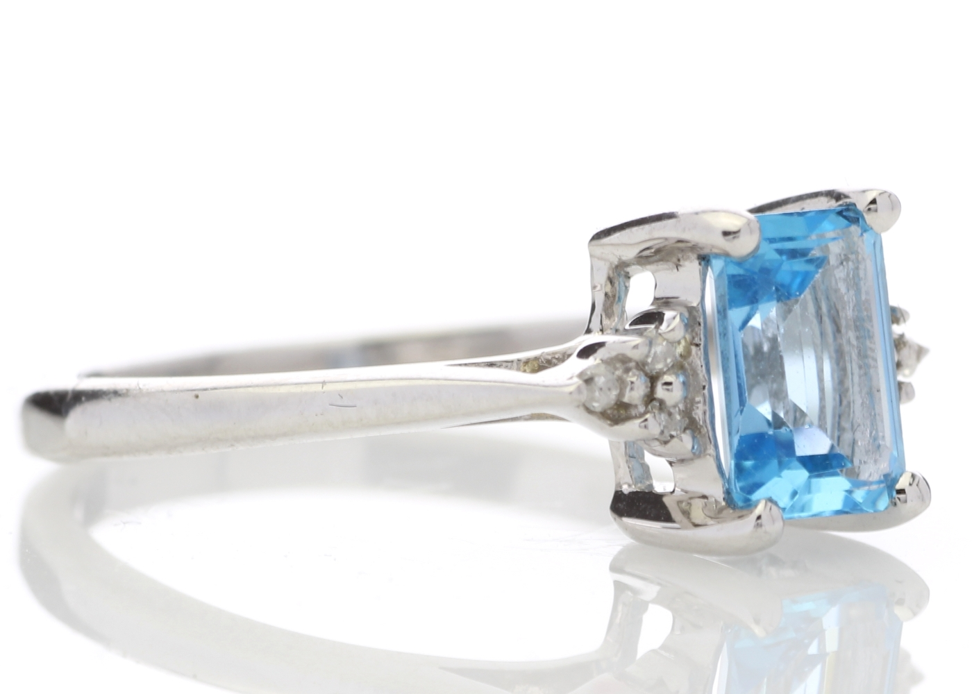 9ct White Gold Diamond And Blue Topaz Ring 0.03 Carats - Image 4 of 4