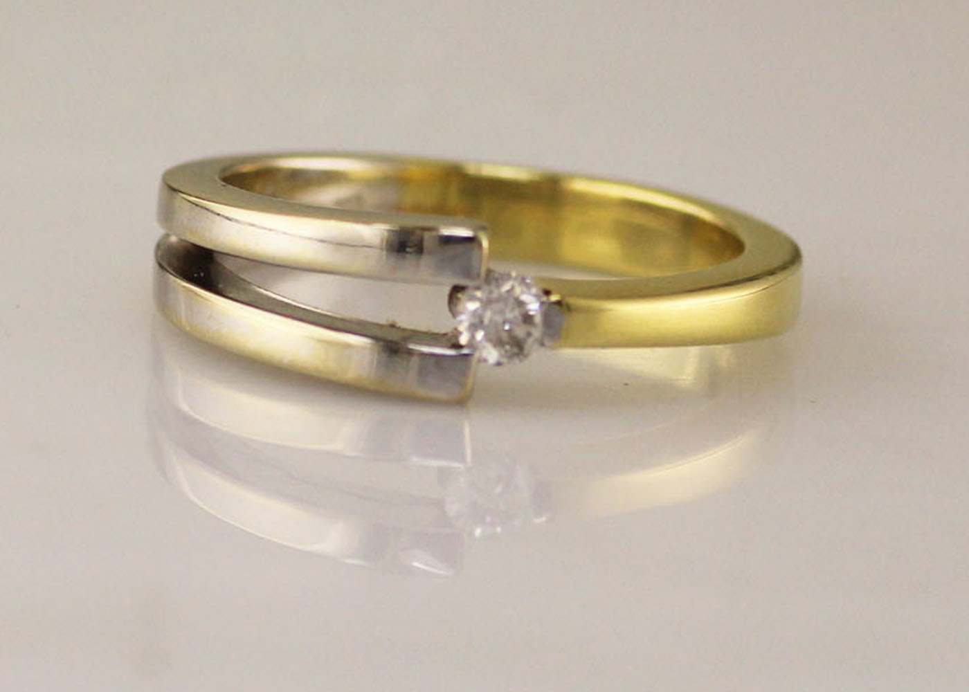 Lot 2 - 18ct Two Tone Diamond Set Ring 0.13 Carats
