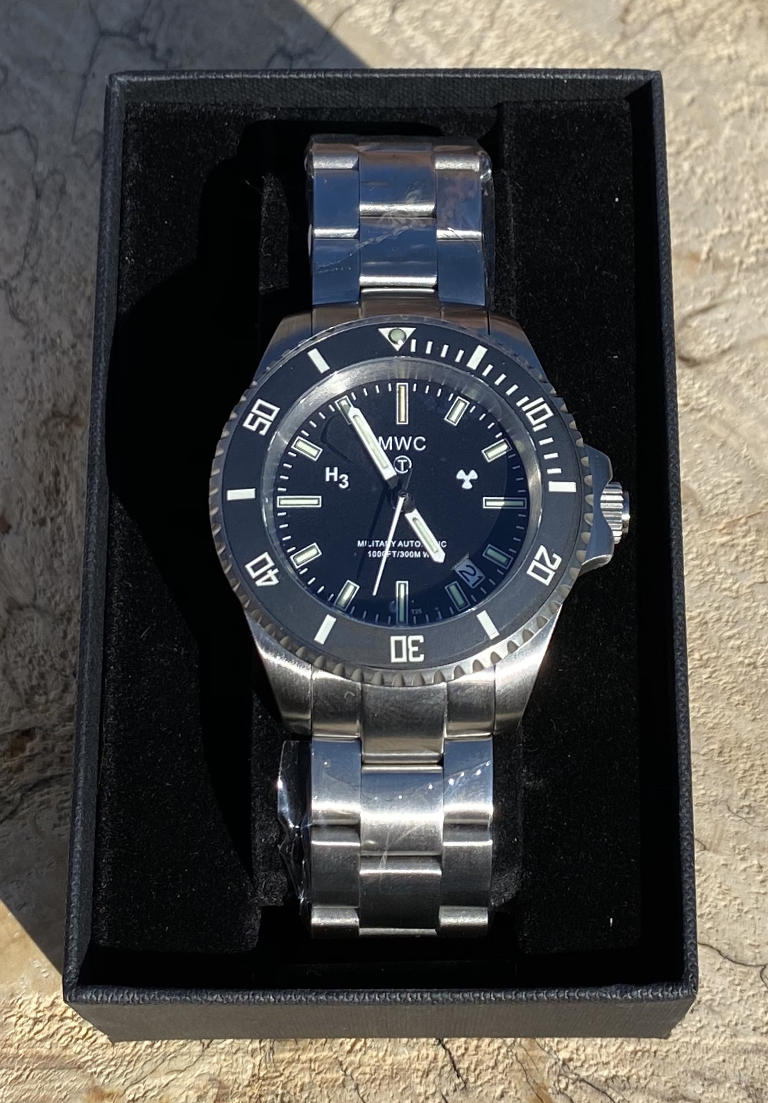 Lot 16 - MWC Military Divers Automatic Watch *24 MONTH GUARANTEE* (Official Dealer)