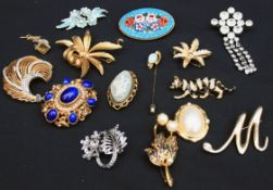 Vintage Costume Jewellery Includes Brooches