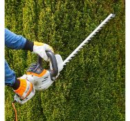 (JH36) 710W Rotatable Hedge Trimmer Strong, precision blades are 61cm long and effortlessly cu...