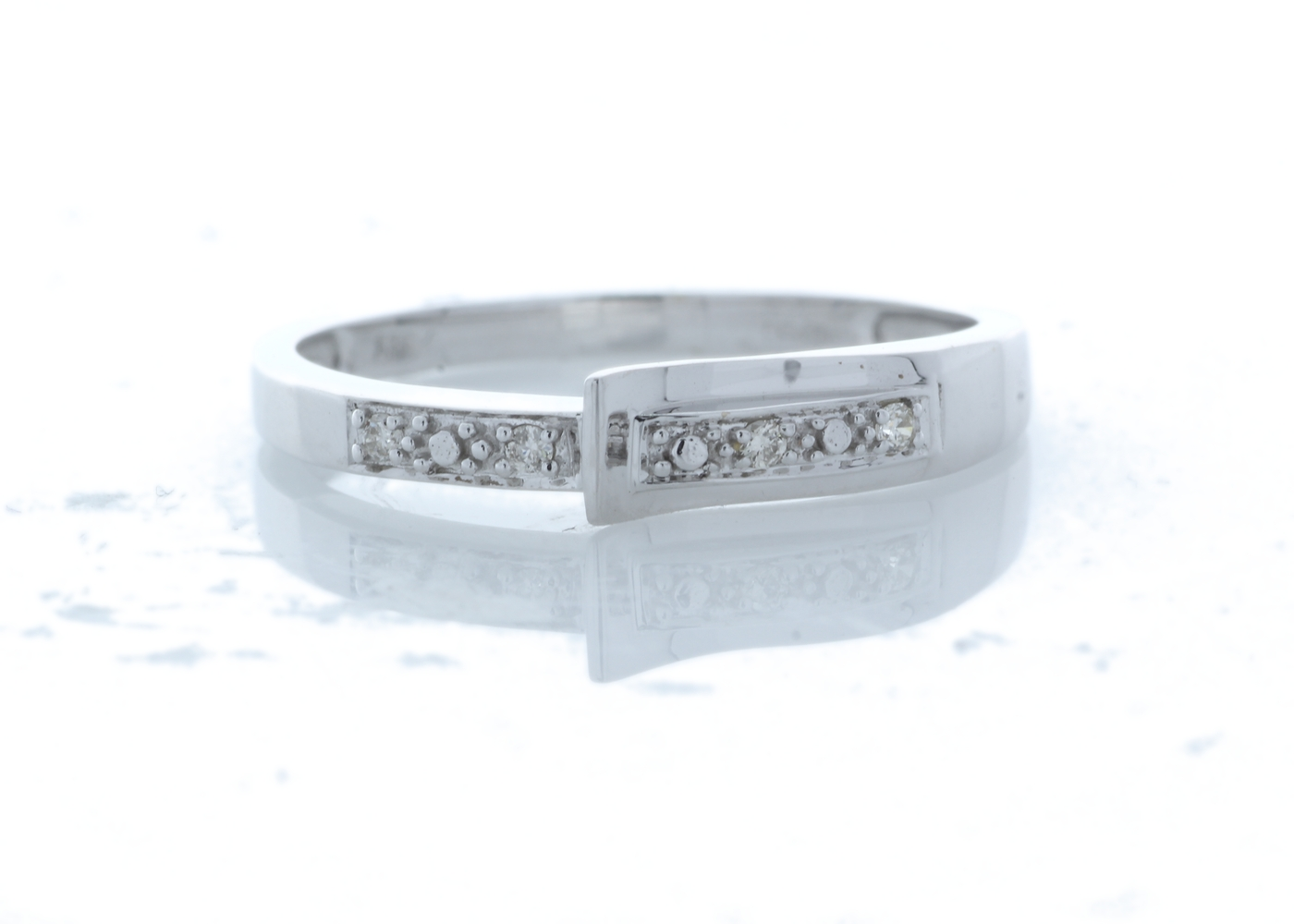 Lot 57 - 9ct White Gold Other Ring 0.04 Carats