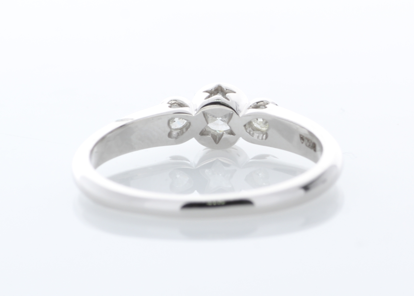 Lot 32 - 18ct Three Stone Rub Over Set Diamond Ring 0.33 Carats