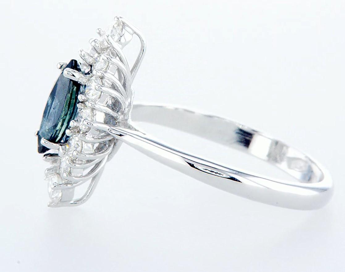 Lot 53 - 18 kt. White gold - Ring - 1.22 ct Sapphire - Diamonds