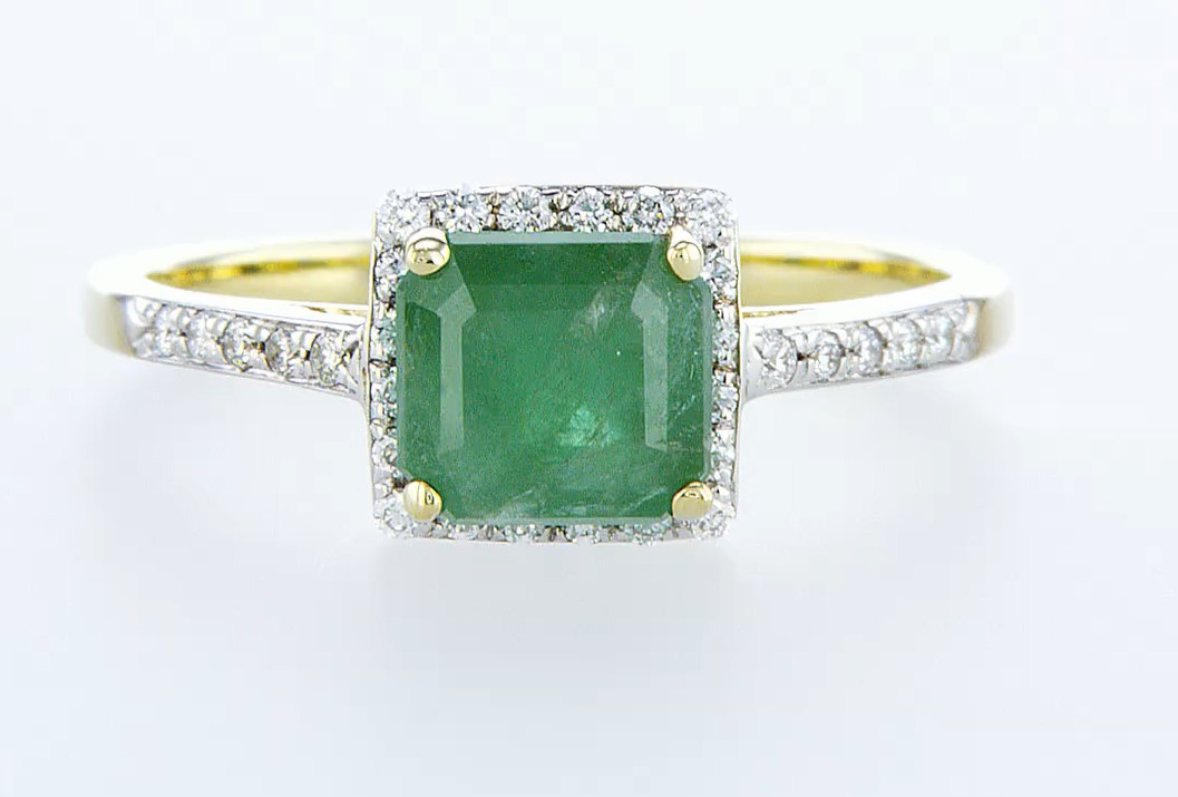 Lot 56 - 14 kt. White gold - Ring - 1.44 ct Emerald - Diamonds