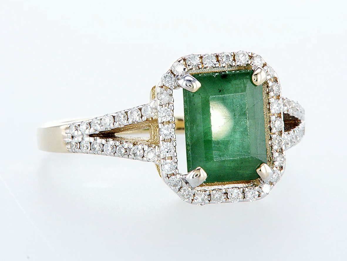 Lot 41 - 14 kt. White gold, Yellow gold - Ring - 2.01 ct Emerald - Diamonds