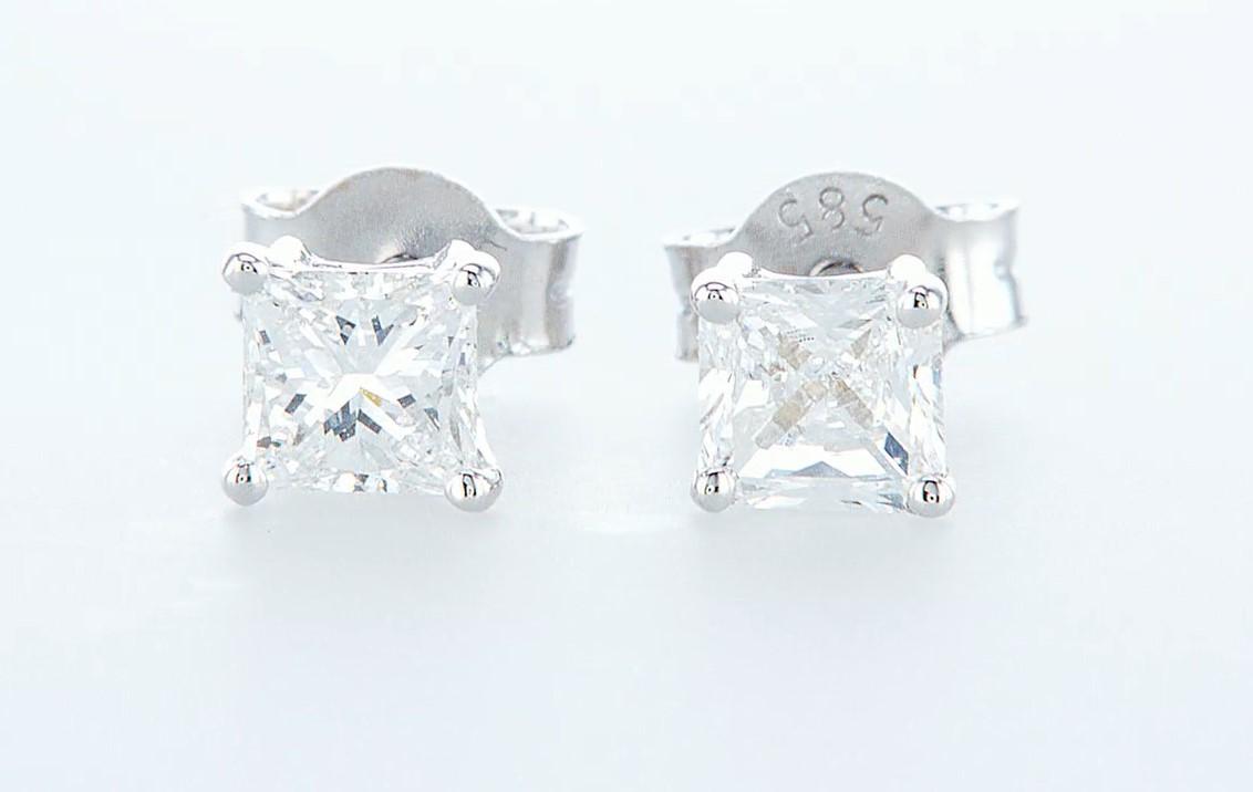 Lot 4 - 14 kt. White gold - Earrings Diamond -0.65CTW