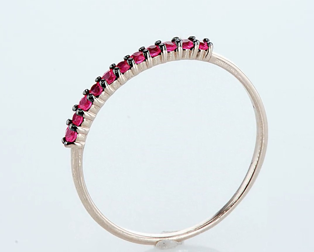 Lot 44 - 14 kt. Pink gold - Ring - 0.23 ct Ruby - Diamonds