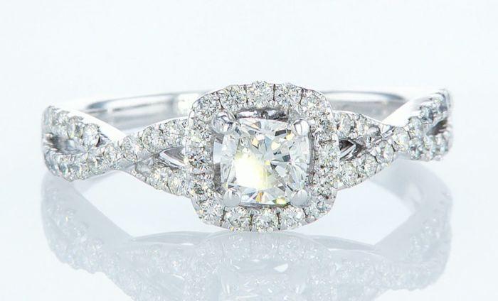 Lot 39 - 14K White gold ring 1.10CTW