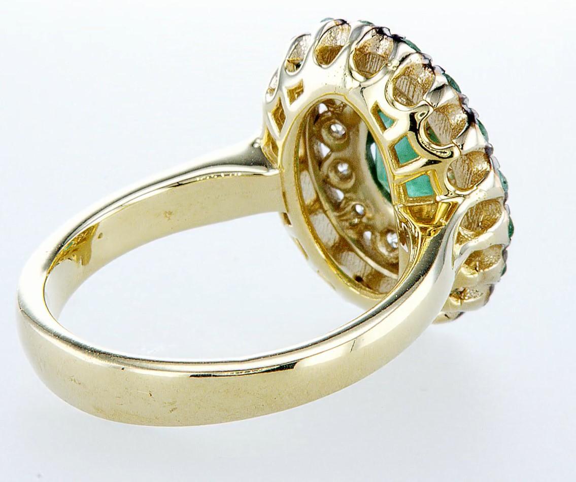 Lot 26 - 14 kt. White &Yellow gold - Ring - 2.14 ct Emerald - Diamonds