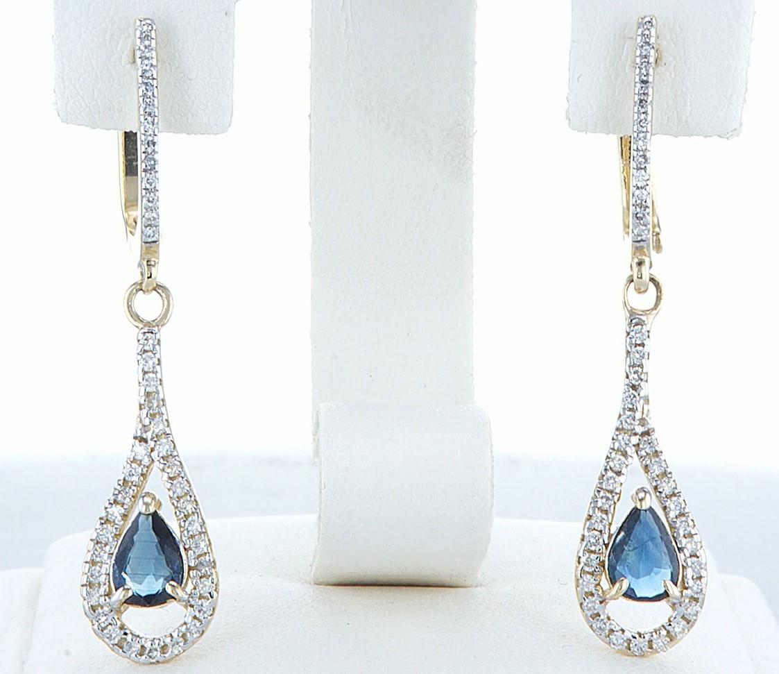 Lot 37 - 14 kt. White gold - Earrings - 1.20 ct Sapphire - Diamonds