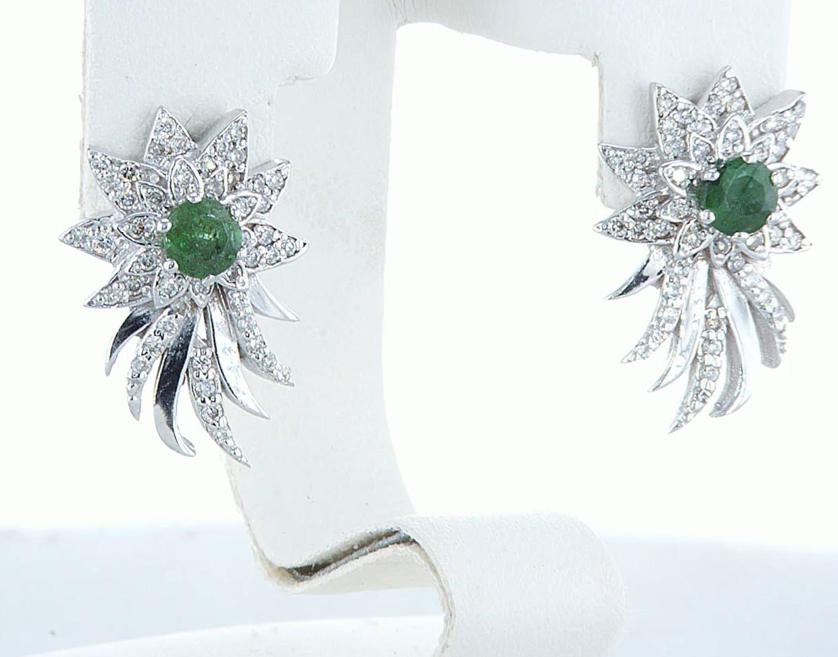 Lot 35 - 14 kt. White gold - Earrings - 1.00 ct Emerald - Diamonds