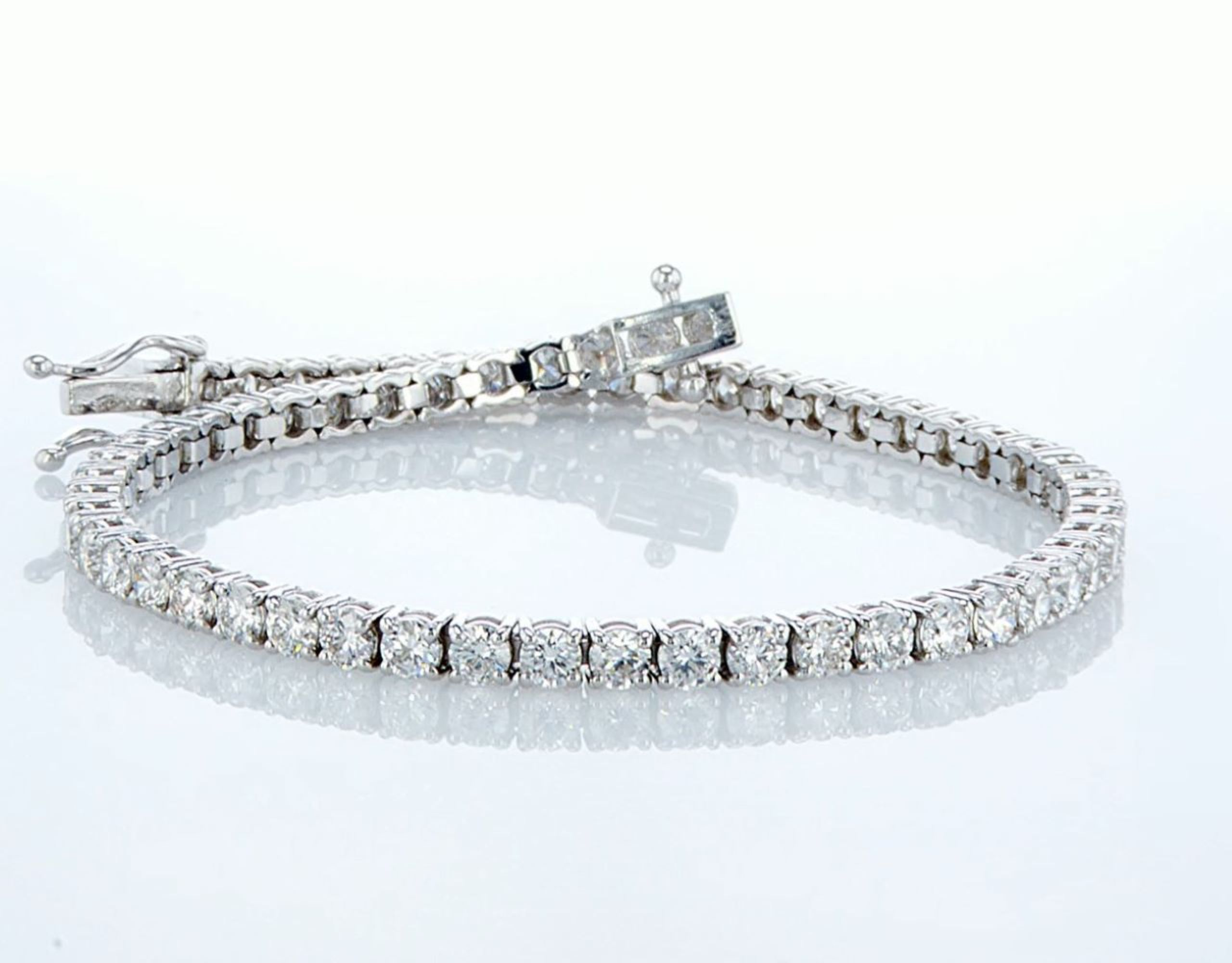 Lot 1 - 14 kt. White gold - Bracelet Diamond-4.08CTW
