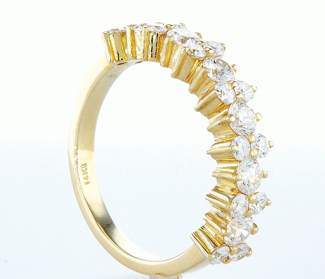 Lot 46 - 14 kt. Yellow gold - Ring - 1.26 ct Diamond - Diamonds