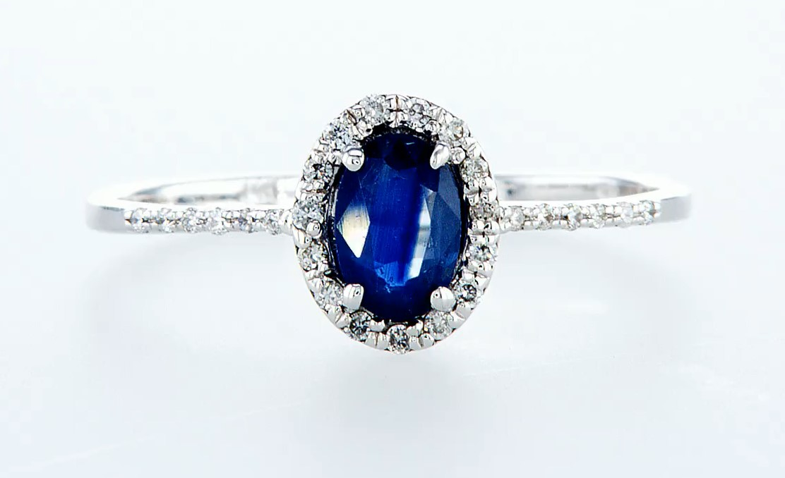 Lot 40 - 14 kt. White gold - Ring - 0.62 ct Sapphire - Diamonds