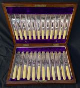 Antiques Canteen Cutley 12 Set In Oak Case
