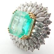 18K Large Emerald and Diamond Cluster Ring (16,58 ct)