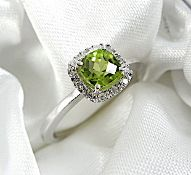 9k white gold peridot and diamond ring