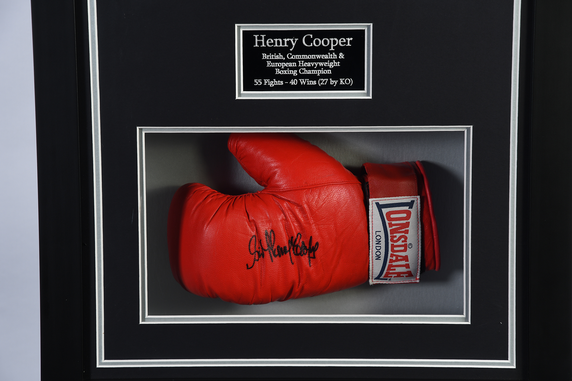 Henry Cooper Signed Glove - Image 2 of 2