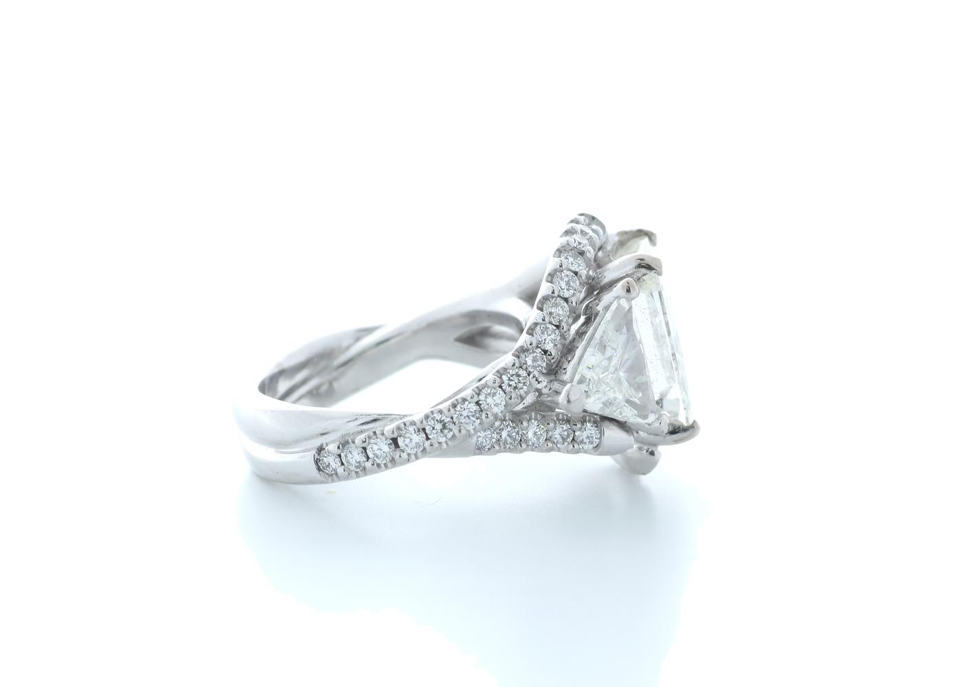 18ct White Gold Cushion Diamond Ring 7.03 (4.51) Carats - Image 4 of 5