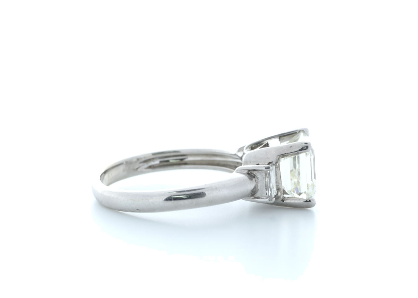 18ct White Gold Three Stone Claw Set Diamond Ring 3.11(2.70) Carats - Image 4 of 5