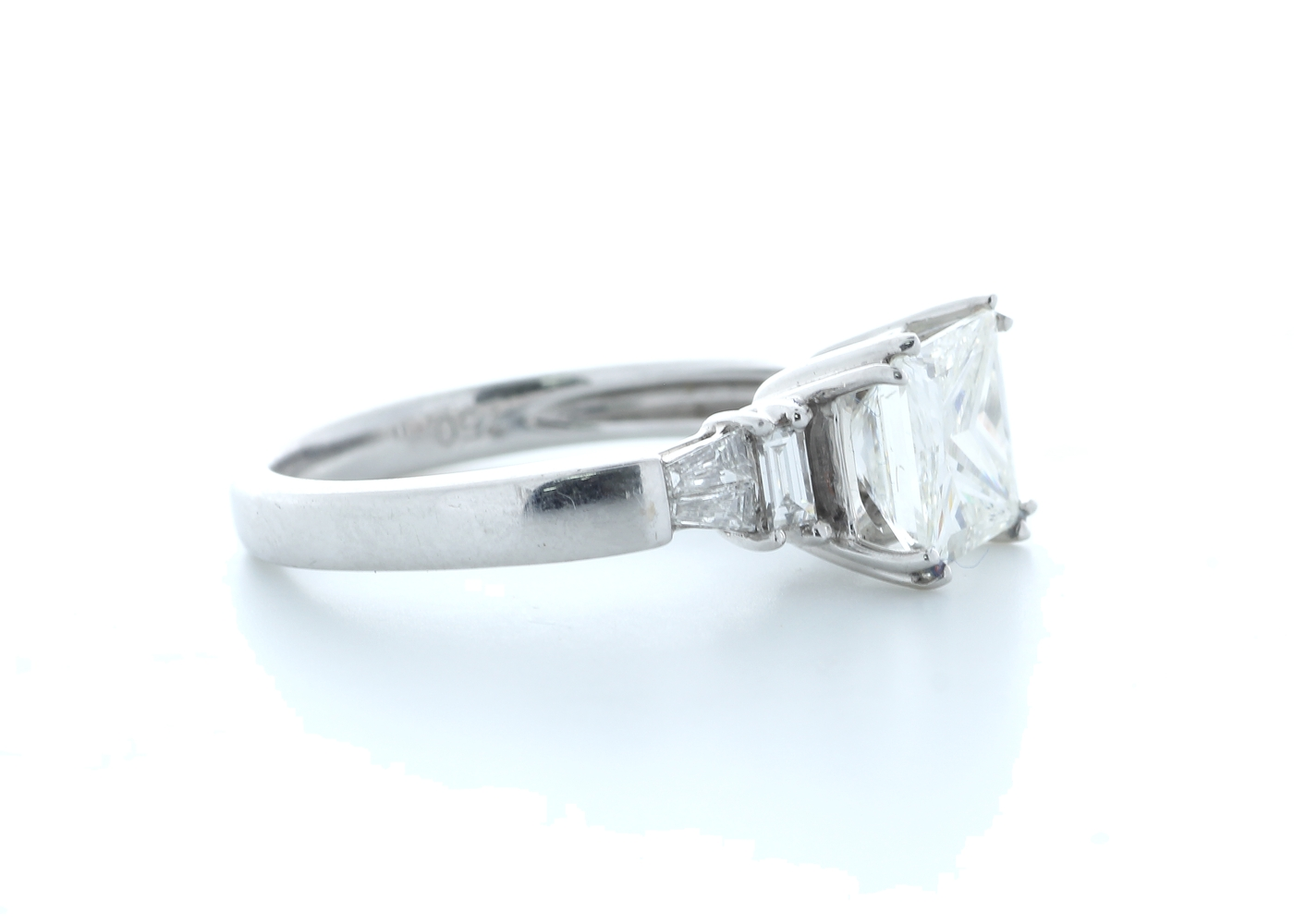 18ct White Gold Princess Cut With Stone Set Shoulders Diamond Ring 1.66 (1.51) Carats - Image 4 of 5