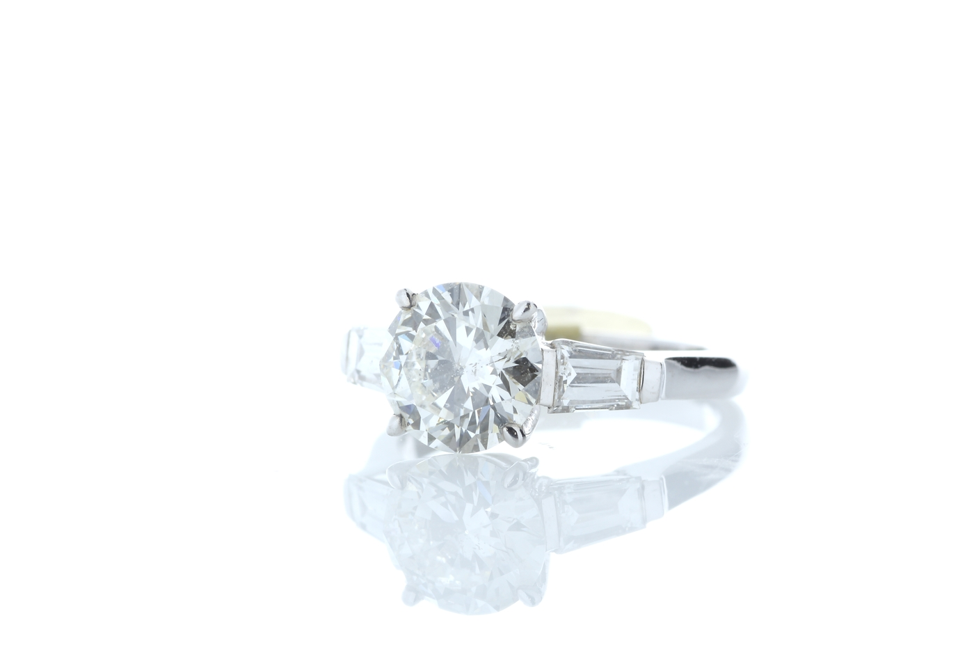 18ct White Gold Baguette Shoulders Diamond Ring 2.20 Carats - Image 2 of 5