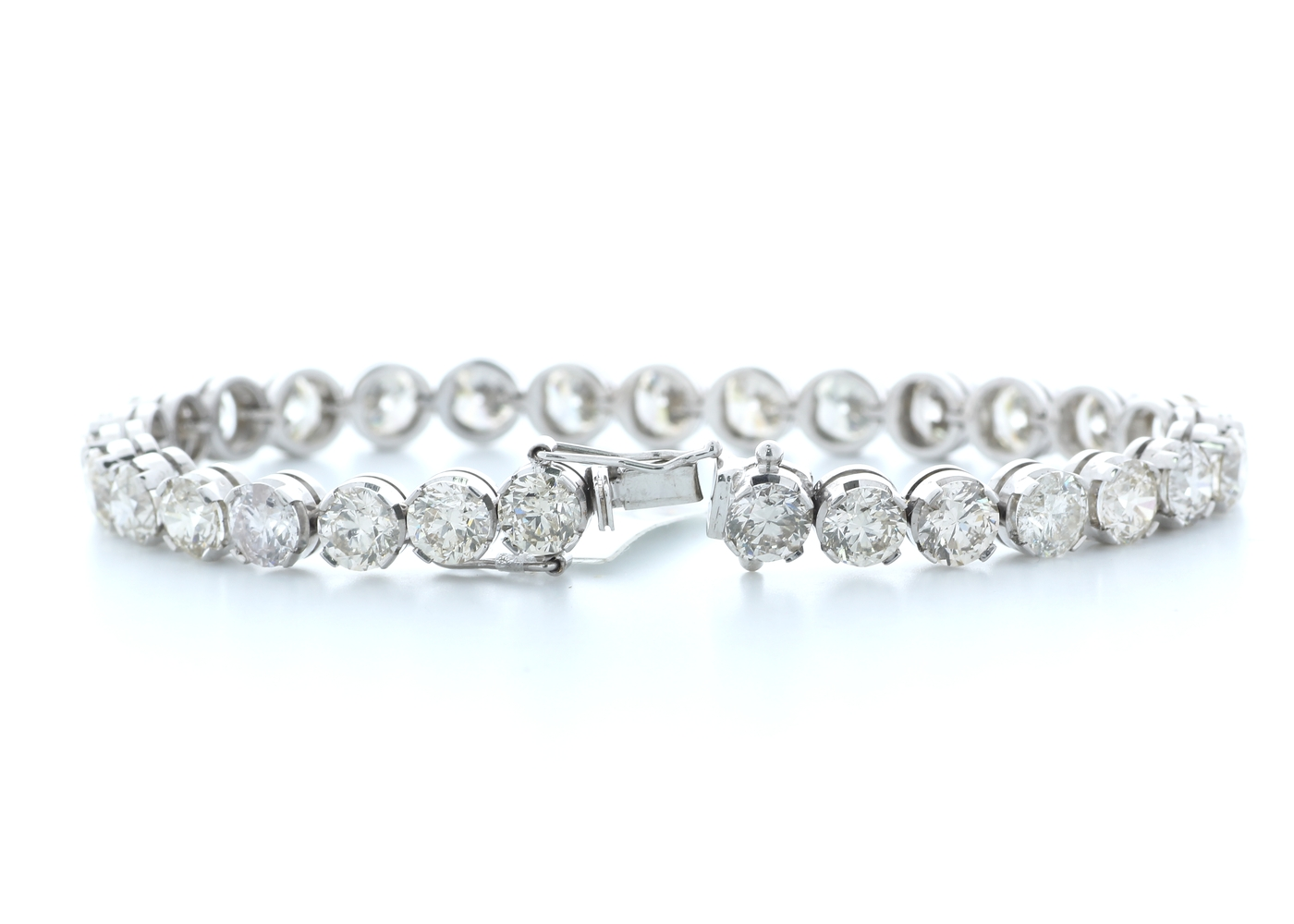 18ct White Gold Claw Set Diamond Tennis Bracelet 23.02 Carats - Image 3 of 4