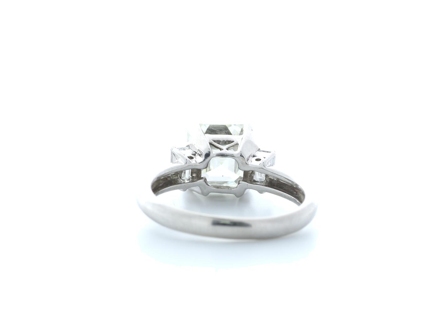 18ct White Gold Three Stone Claw Set Diamond Ring 3.11(2.70) Carats - Image 3 of 5