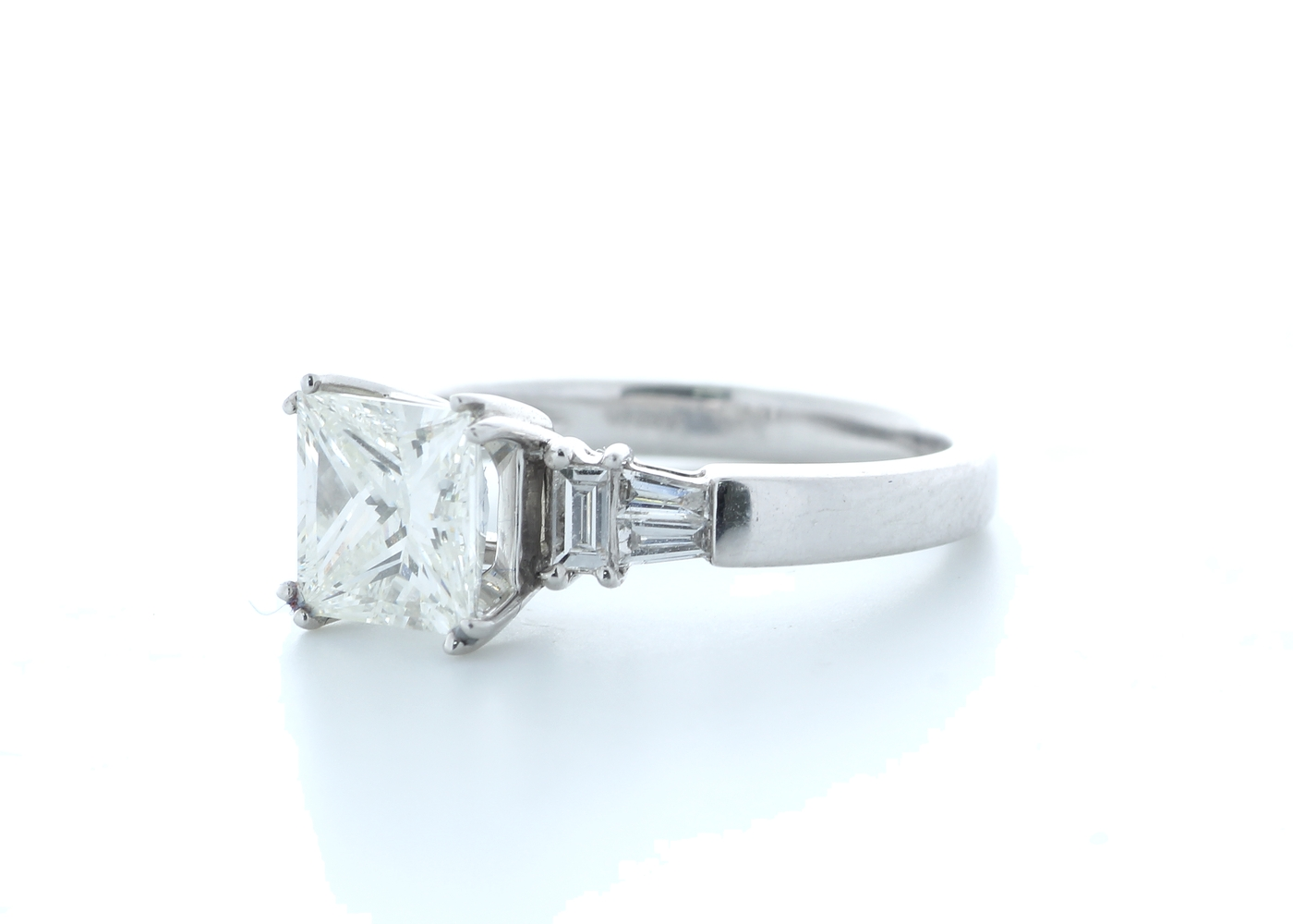 18ct White Gold Princess Cut With Stone Set Shoulders Diamond Ring 1.66 (1.51) Carats - Image 2 of 5