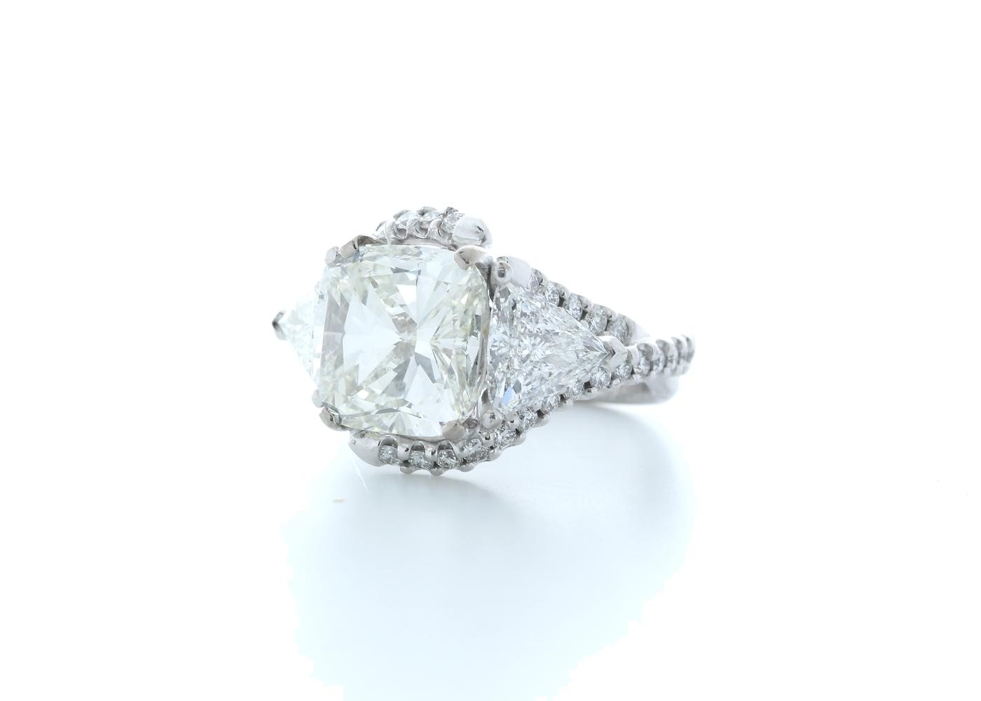 18ct White Gold Cushion Diamond Ring 7.03 (4.51) Carats - Image 2 of 5