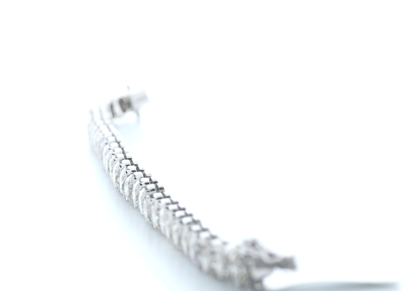 18ct White Gold Claw Set Diamond Tennis Bracelet 23.02 Carats - Image 2 of 4