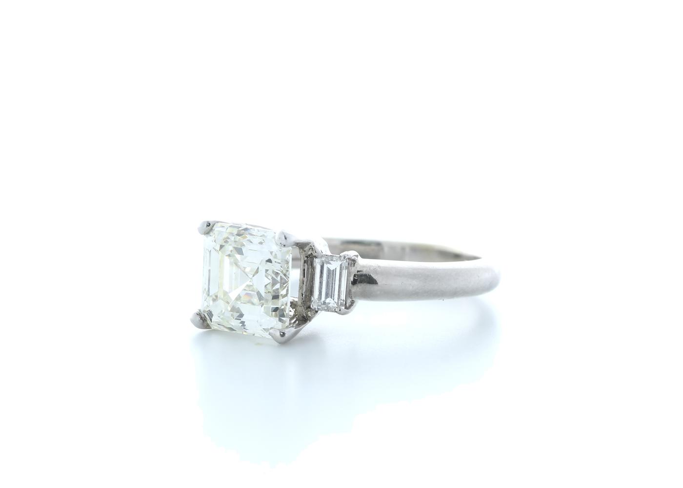 18ct White Gold Three Stone Claw Set Diamond Ring 3.11(2.70) Carats - Image 2 of 5