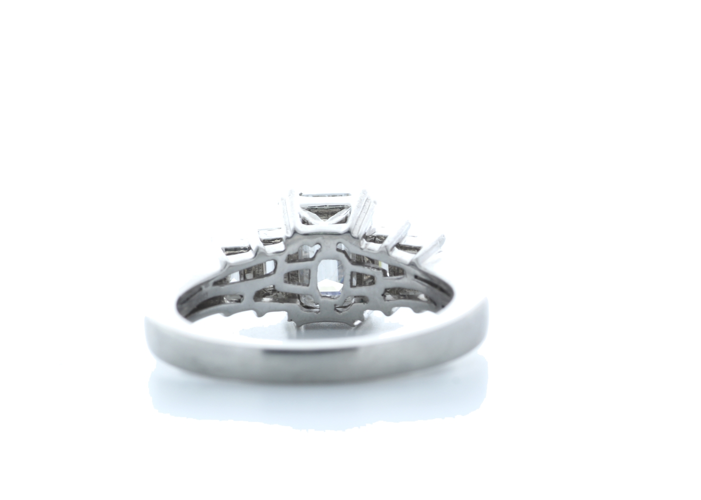 18ct White Gold Emerald Cut Diamond Ring 1.73 (1.23) Carats - Image 3 of 5