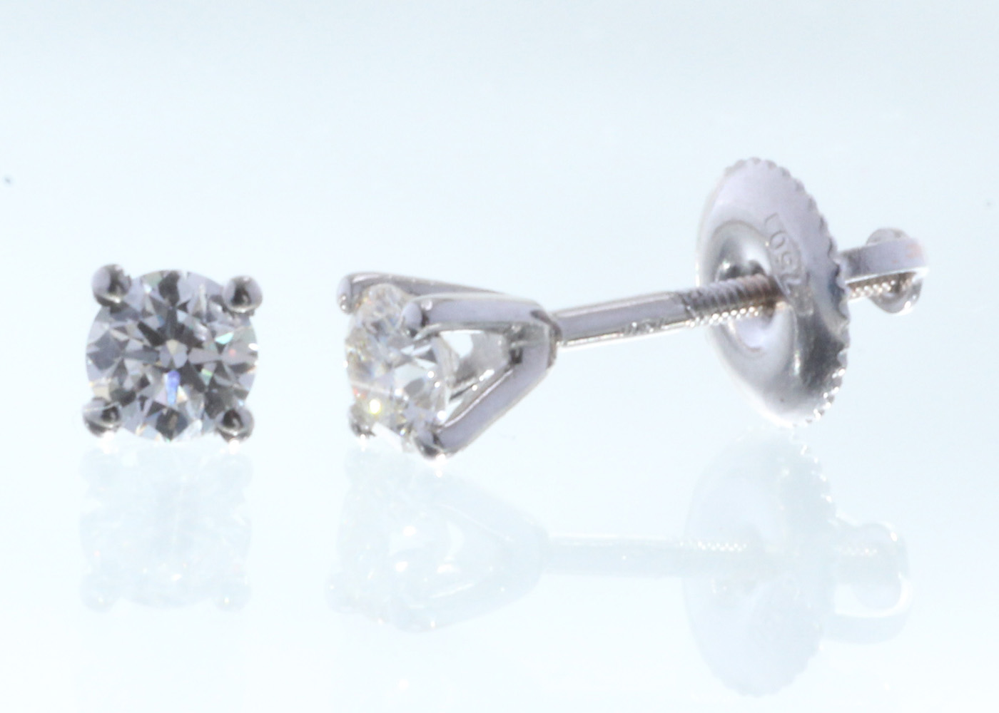 18ct White Gold Claw Set Diamond Earrings 0.40 Carats - Image 2 of 3