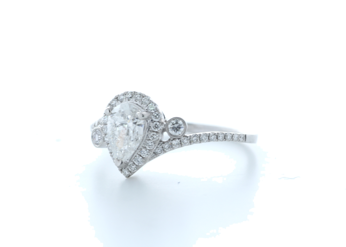 18ct White Gold Pear Shape Halo Diamond Ring 0.76 (0.51) Carats - Image 2 of 5