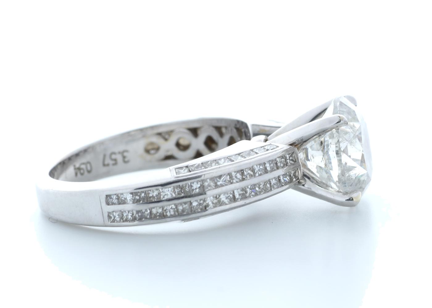 18ct White Gold Diamond Ring 4.51 (3.57) Carats - Image 4 of 5