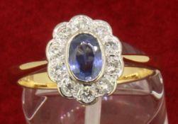 18ct 750 Yellow Gold Oval Sapphire and Diamond Cluster Ring