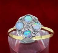 Vintage 18ct (750) Yellow Gold Opal & Diamond Ring