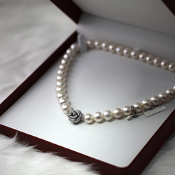 December Diamond & Gemstone Jewellery Sale - Free UK Delivery.