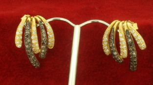 18ct 750 Yellow Gold Art Deco Style White and Black Stone Earrings
