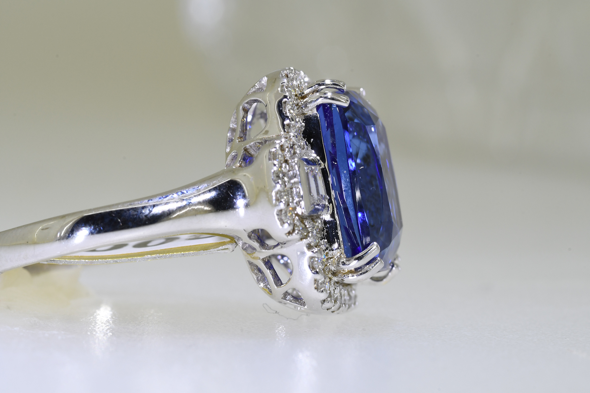 Tanzanite & Diamond Ring - Image 2 of 3