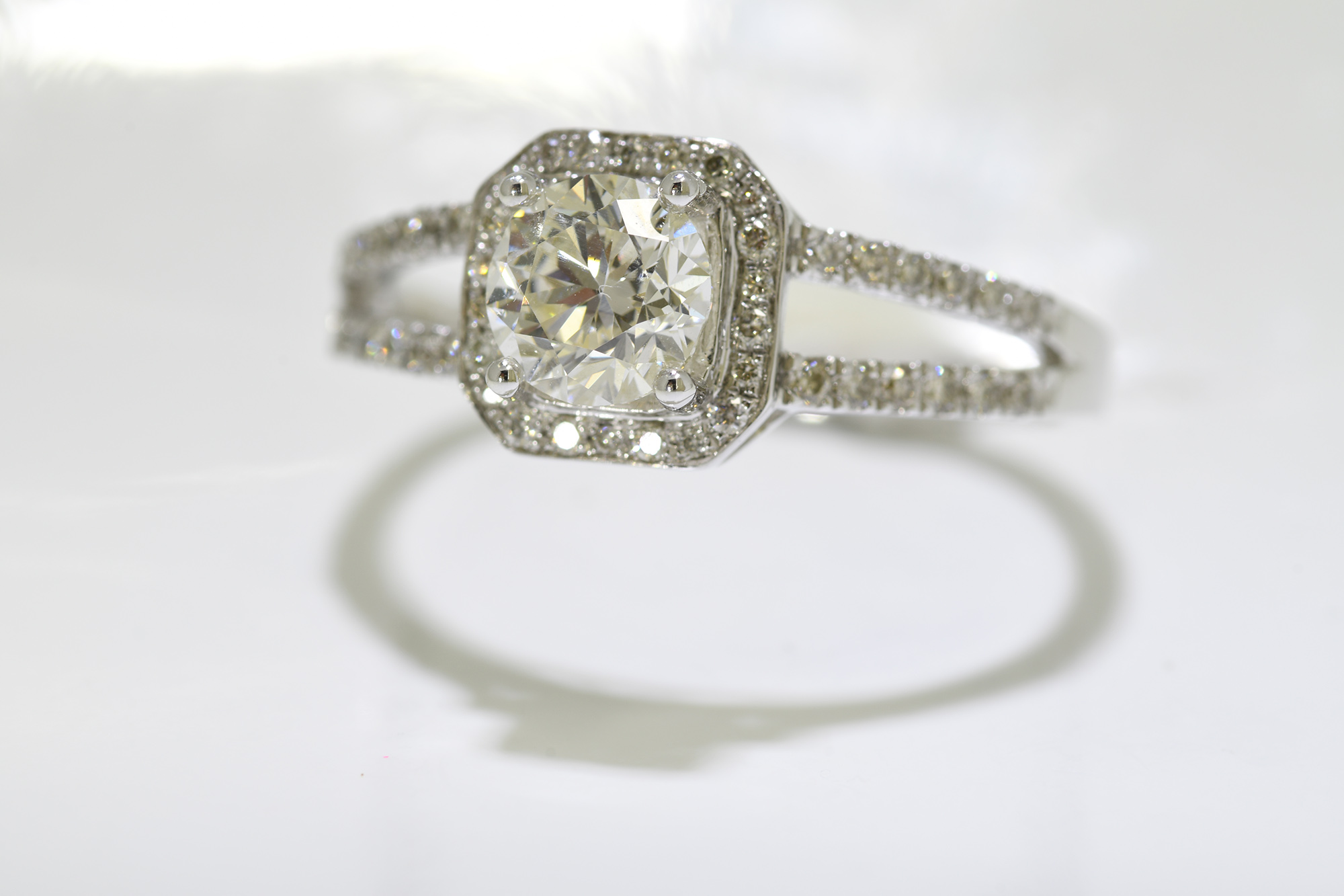 Solitaire Diamond Ring - Image 3 of 4