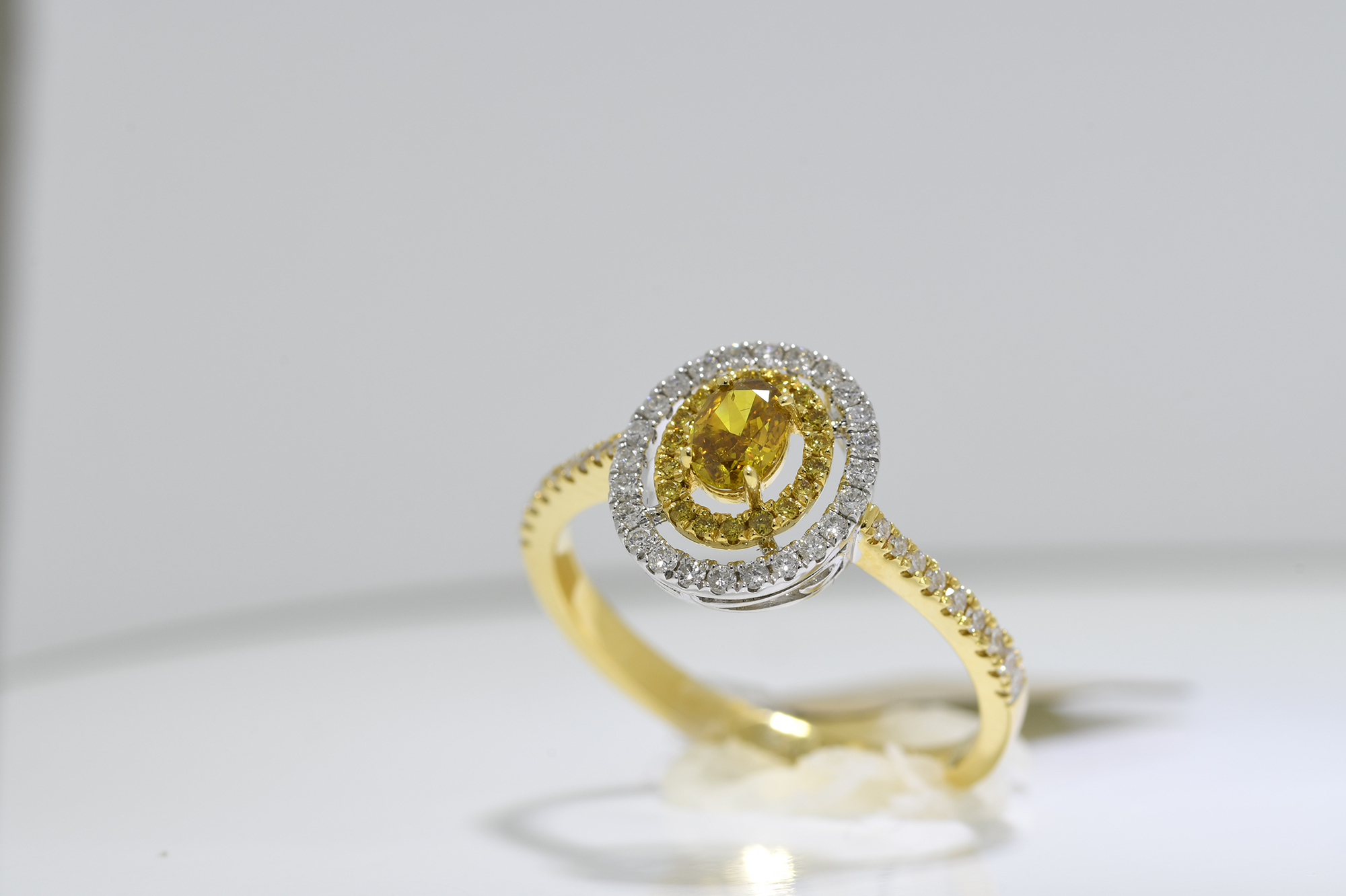 Oval Cognac Diamond Ring - Image 3 of 3