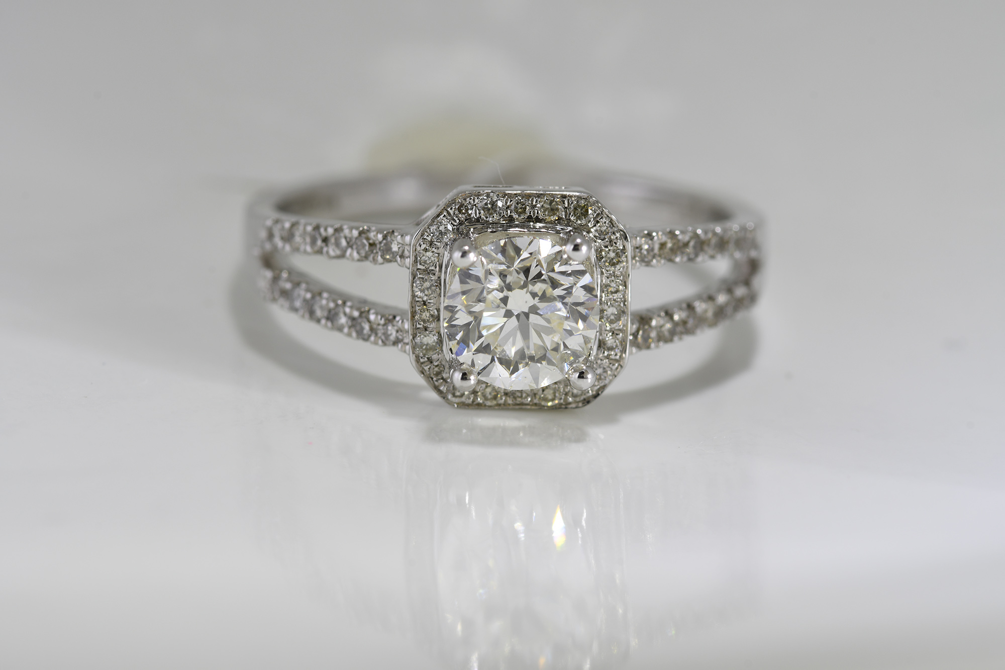 Solitaire Diamond Ring - Image 4 of 4