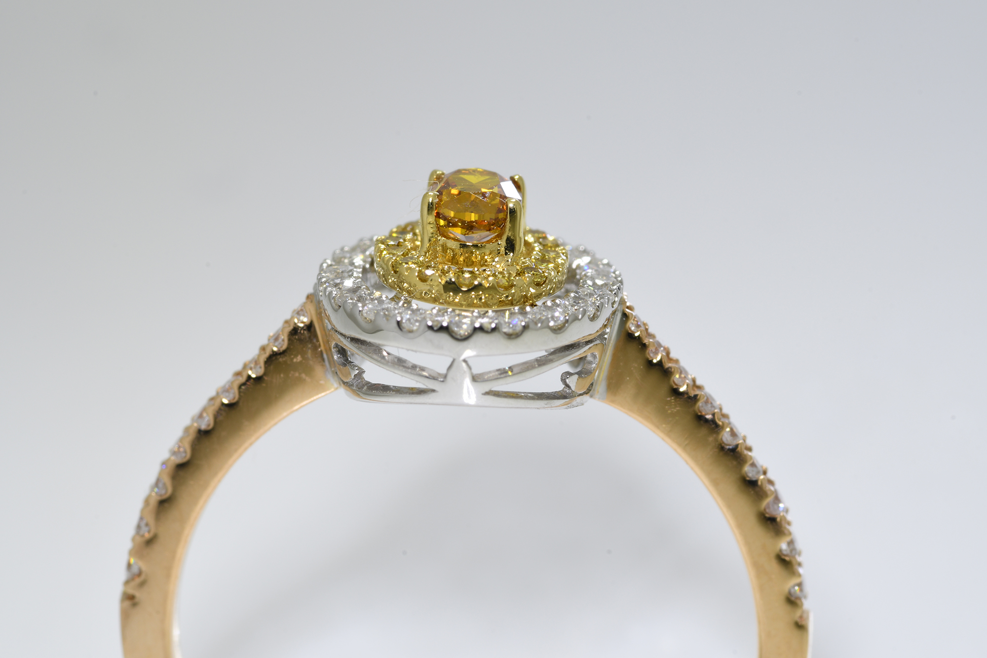 Oval Cognac Diamond Ring - Image 4 of 4