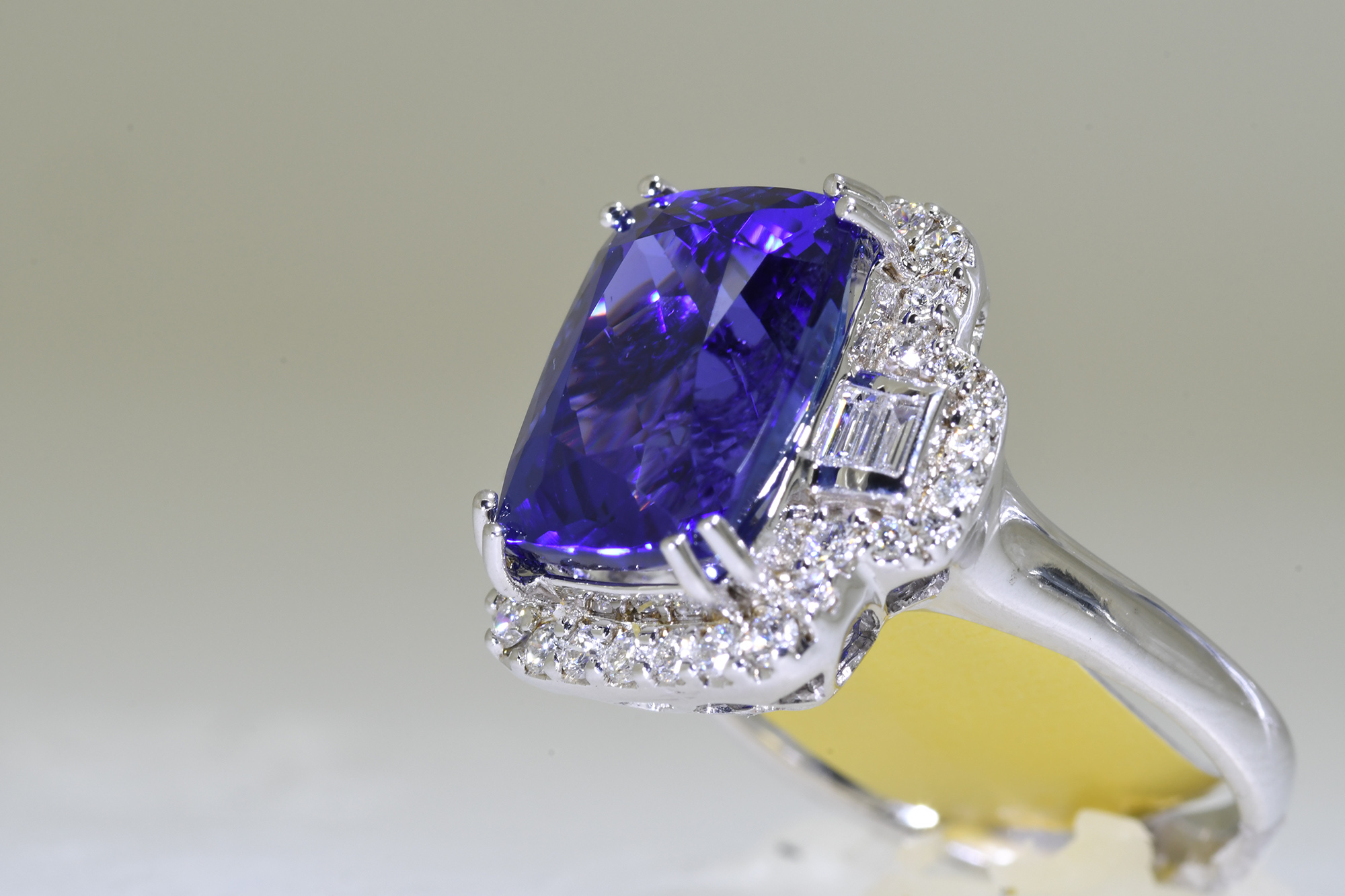 Tanzanite & Diamond Ring - Image 3 of 3