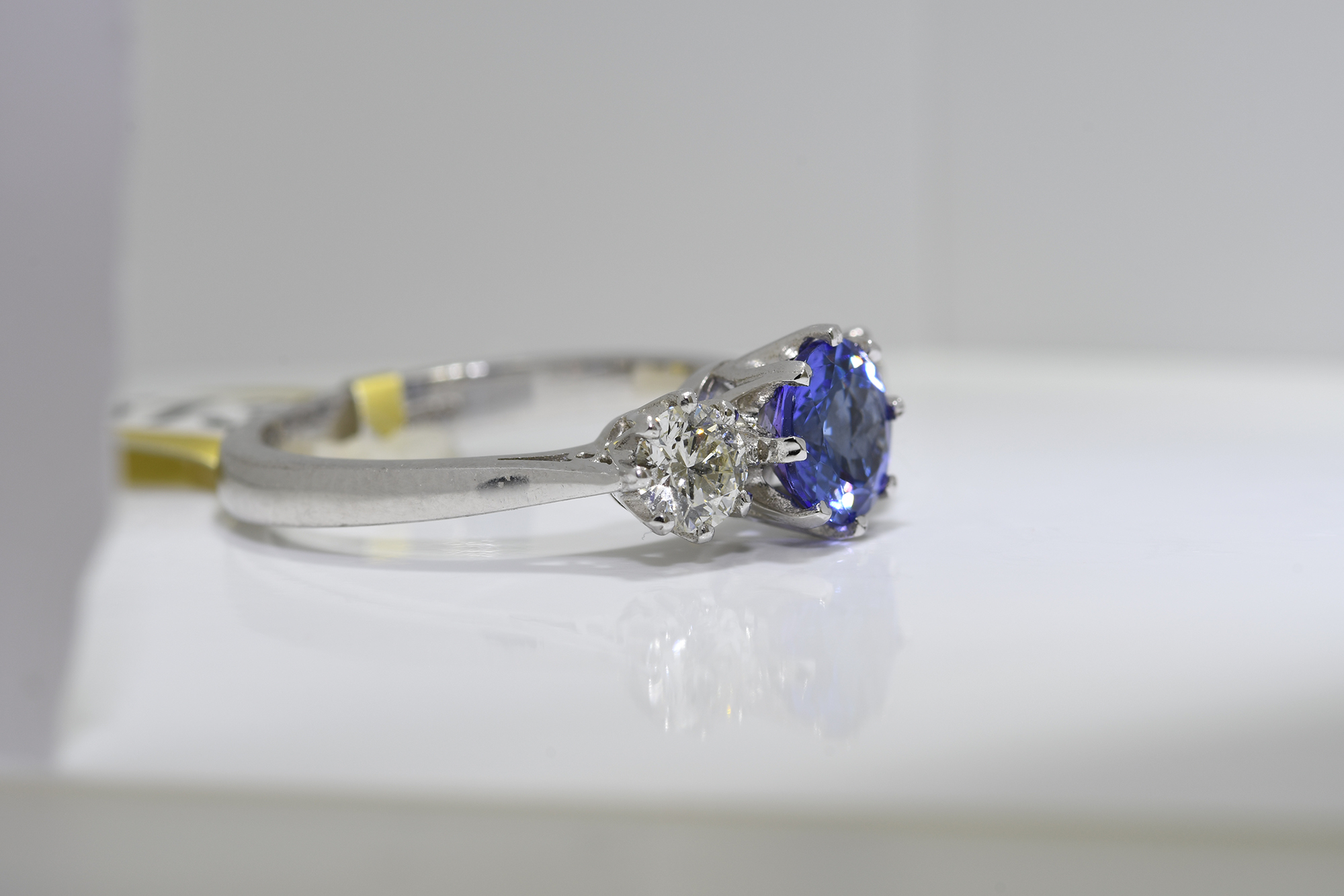 Round Tanzanite & Diamond Ring - Image 2 of 3